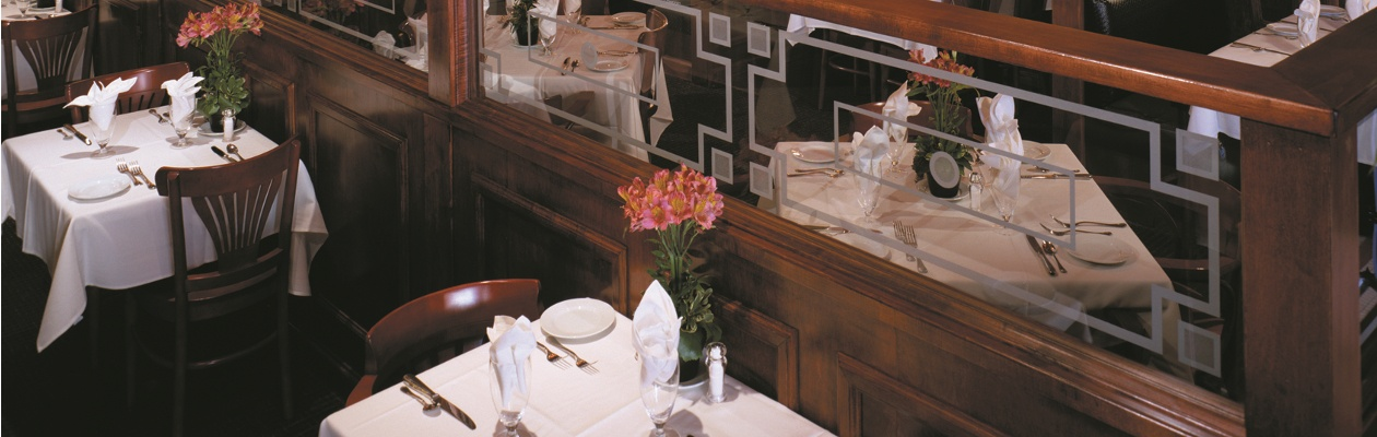 1260_x_400_freds_lower_main_dining_area.jpg